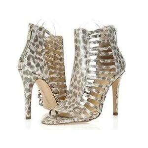 Let the cat out! Ivanka Davinci Cage heels
